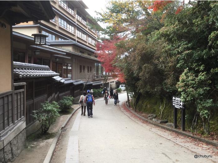 倉敷と宮島の旅は人で溢れていたよ。その11宮島といえば焼き牡蠣だよね。